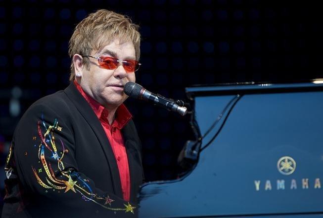 Primer libro sobre el Sida escrito por Elton John