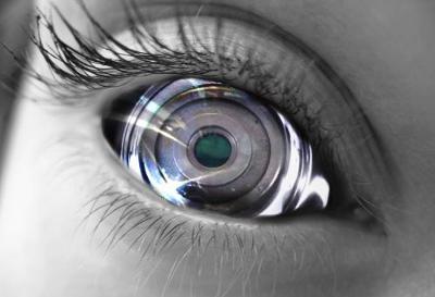 Ciegos recuperan la visión gracias al implante de ojos Bionicos