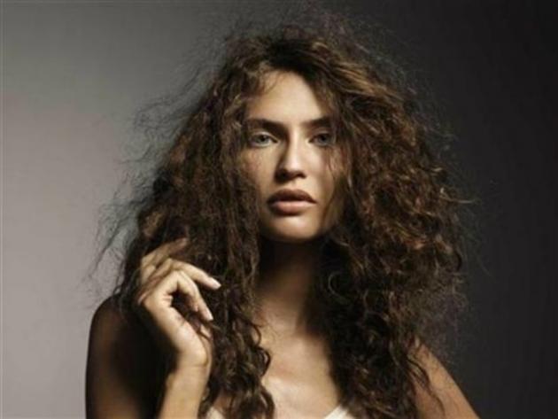 Trucos para evitar el frizz en el cabello